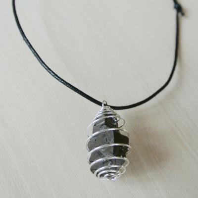 Edel shungiete Spiraal zilver met zwart koordje