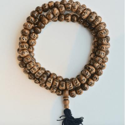 Mala van Jakbone met gegraveerde OMPH symbolen